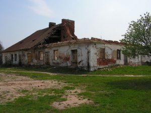 ruiny karczmy w Miedznie przed remontem