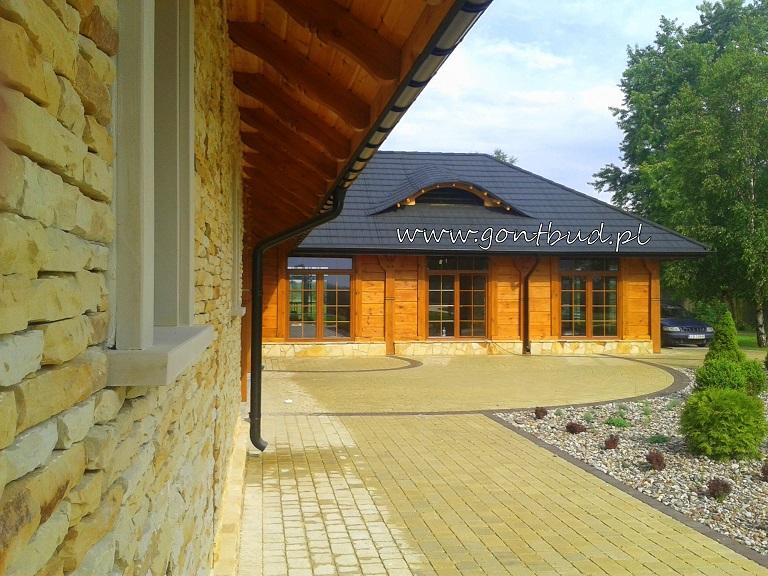 Drewniany dom weselny