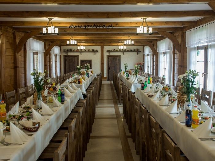 Wnętrze drewnianego dworku , zajazd drewniany