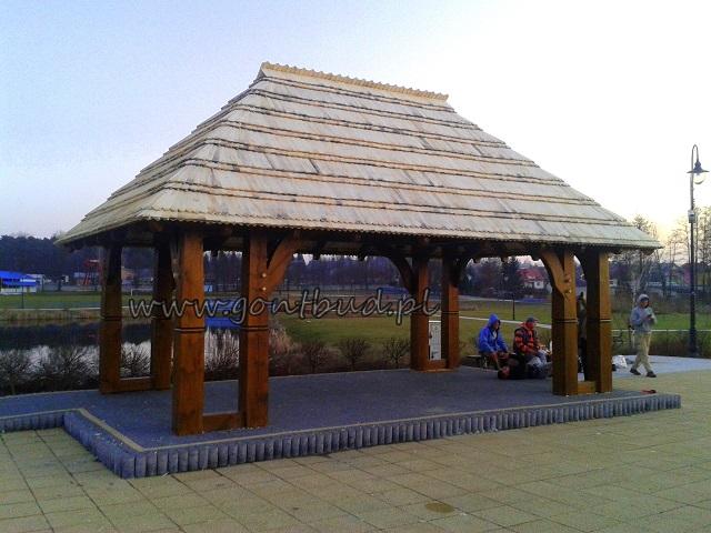 Scena w parku w Mrozach